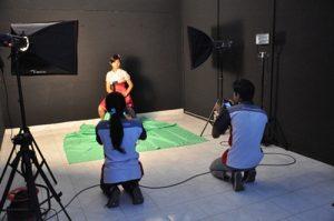 TRAINING TENTANG Design and Multimedia Fotografi